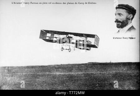 The early French Aviator, Henry Farman, flying his Voison Cellulaire aircraft at Camp de Chalons in France on 10th October 1908. - Stock Image