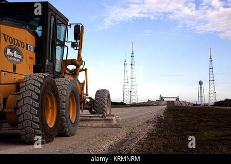Crawlerway to Launch Pad 39B is re-graded in 2013 - Stock Image