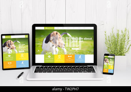 3d rendering of devices on table with responsive pet design - Stock Image