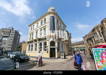The Clarence pub at 57 Middle St, Hastings, East Sussex, England , UK - Stock Image