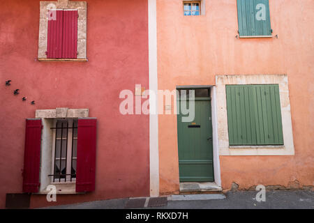 Colourful houses in the village of Rousillon, France - Stock Image