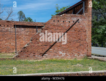 HIstoric brick ruins of Shasta City, the lusty 'Queen City' of California's northern mining district, along Highway 299 - Stock Image