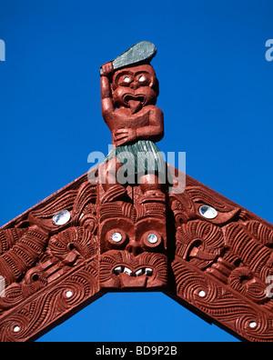 New Zealand North island Rotorua Whakarewarewa Thermal Reserve Maori scultures Gateway  - Stock Image