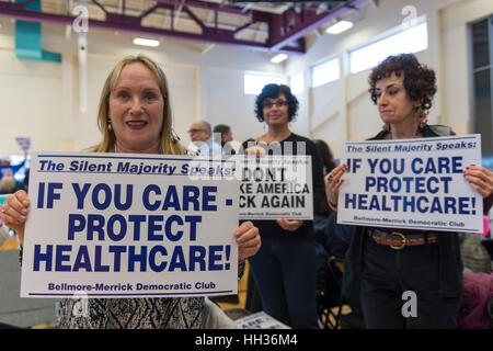 New York, USA. 15th Jan, 2017. L-R, Audrey Ciuffo, Helene Manas, and Francine Goldstein, members of Bellmore-Merrick - Stock Image