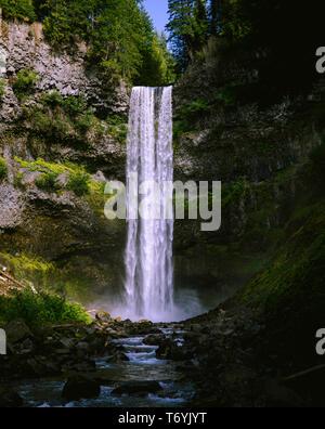 Secret Hike to the Bottom of Brandywine Falls - Stock Image