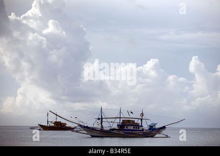 Fishing boats on Mansalay Bay in Mansalay, Oriental Mindoro, Philippines. - Stock Image