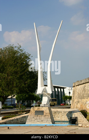 Modern Sculpture Depicting the Mexican Eagle, Plaza de la Aspuslica, Campeche, Mexico - Stock Image