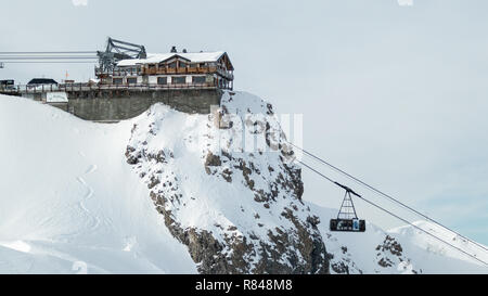 Courchevel Ski Resort Les 3 Vallees Rhone Alpes Savoie France La Saulire Cablecar to the top at 2800 mt. 3 Valleys French Alps winter resorts - Stock Image