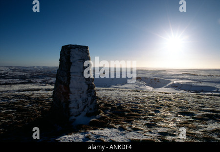 PICTURE CREDIT Doug Blane Snow on Mam Tor trig point ridge Peak District National Park Derbyshire - Stock Image