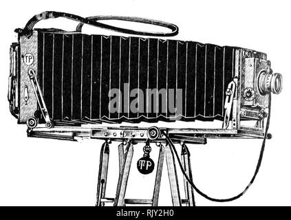 Vintage old photographic plate camera - this was made by Thornton Pickard who were established in 1888. It is described as a Long Extension Field Camera. - Stock Image