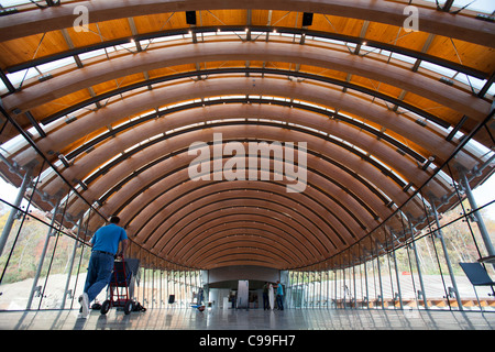 Workers set chairs and tables in place in the gallery cafe at Crystal Bridges Museum of American Art in Bentonville, - Stock Image