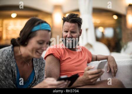 Couple with cell phones - Stock Image
