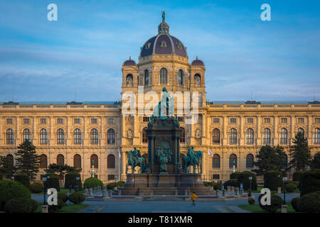 Kunsthistorisches Museum, view at sunset of the Kunsthistorisches Museum with the Maria Theresa statue in the foreground, Vienna, Wien, Austria. - Stock Image