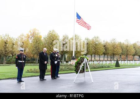 U.S Joint Chiefs Chairman Gen. Joseph Dunford, center, and White House Chief of Staff John Kelly, left, stand for a moment of silence during a ceremony at the Aisne - Marne American Cemetery near the World War One battle ground of Belleau Wood November 10, 2018 in Belleau, France. President Donald Trump was scheduled to attend the ceremony but cancelled due to inclement weather. - Stock Image