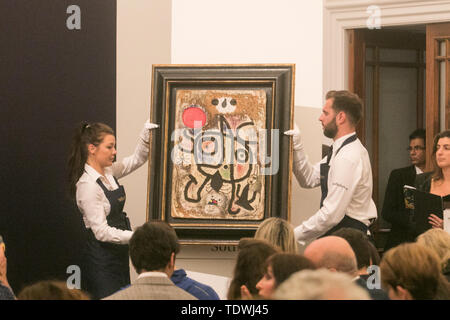 London UK. 19th June 2019.  Screen showing 'Buste d'homme' by Pablo Picasso,  oil on corrugated card laid down on panel, Estimate £1,000,000m which sold at hammer for £800,000 at the Impressionist & Modern Art Evening Auction  at Sotheby's London Credit: amer ghazzal/Alamy Live News - Stock Image