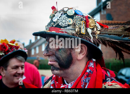 Haxey, Lincolnshire, England, UK – The Fool, with black face, and The Boggins sing traditional folksongs in the traditional ancient custom of The Haxey Hood since the 14th Century - Stock Image