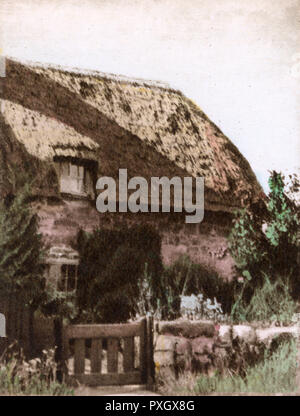 Bembridge, Isle of Wight, Hampshire - Thatched Cottage, Lane End.     Date: circa 1909 - Stock Image