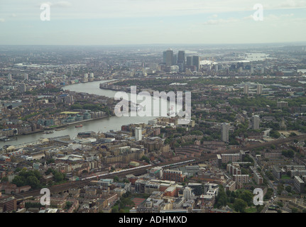 Aerial view of the River Thames passing through Bermondsey, Wapping, Rotherhithe, Canary Wharf and past the Isle of Dogs - Stock Image