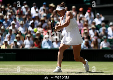 Wimbledon, UK. 11th July 2019, The All England Lawn Tennis and Croquet Club, Wimbledon, England, Wimbledon Tennis Tournament, Day 10; Simona Halep (ROM) with a backhand to Elina Svitolina (UKR) Credit: Action Plus Sports Images/Alamy Live News - Stock Image