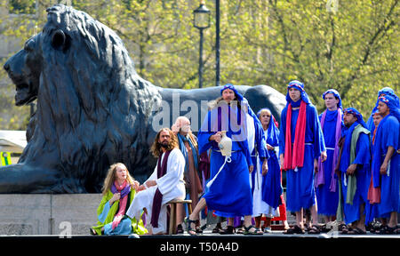 London, UK. 19th Apr 2019. On Good Friday, thousands gather in Trafalgar Square to watch The Passion of Jesus performed by the Wintershall Players. Mary Magdelaine washing Christ's feet Credit: PjrFoto/Alamy Live News - Stock Image