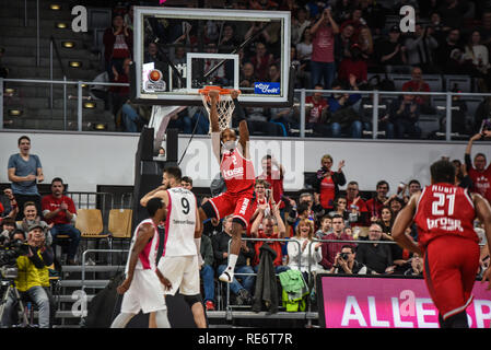 Germany, Bamberg, Brose Arena - 20 Jan 2019 - Basketball, German Cup, BBL - Brose Bamberg vs. Telekom Baskets Bonn - Image: Ricky Hickman (Brose Bamberg, #2) after a dunk.  Photo: Ryan Evans Credit: Ryan Evans/Alamy Live News - Stock Image