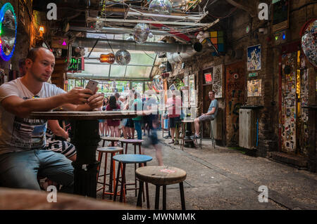Szimpla Kert , one of the oldest Ruin Pubs In Budapest - Stock Image