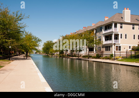 USA, Indiana, Indianapolis, tree-lined canal in downtown area with architectural features and housing. - Stock Image