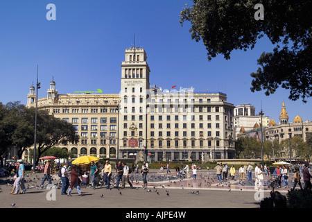 ESP Spanien Barcelona Plaza de Catalunya background Banco Espanol de Credito - Stock Image