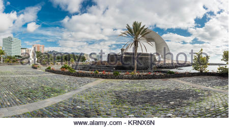 The 17th century fort of Castillo de San Juan Bautista and the modern architecture of the Auditorio de Tenerife - Stock Image