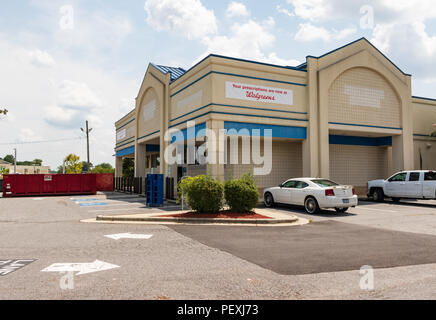 HICKORY, NC, USA-15 AUGUST 18: Recently emptied Rite-Aid store, bought by Walgreens.  'Your prescriptions are now at Walgreens.' - Stock Image