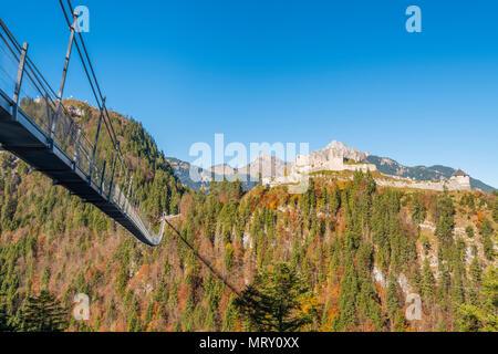 Reutte, Tyrol, Austria, Europe. Ehrenberg Castle and the Highline 179, the world's longest pedestrian suspension bridge. - Stock Image