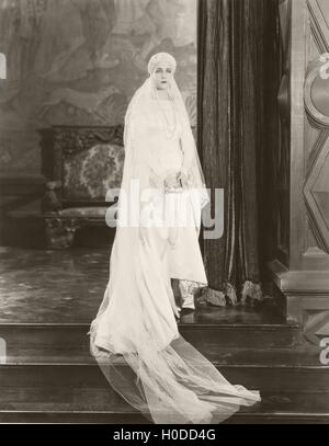 Bride posing on top of steps - Stock Image