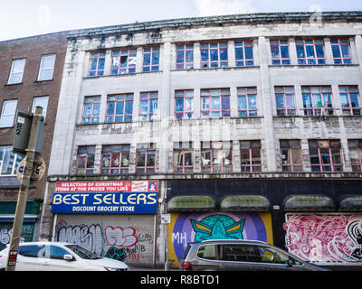 Delapidated office building in the centre of Belfast - Stock Image