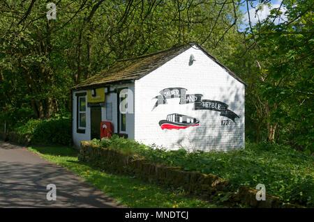 'Welcome Station' hut at Salterhebble on the Calder & Hebble Navigation, Halifax, West Yorkshire - Stock Image