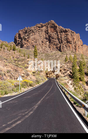 Road through Gran Canaria volcanic landscape near Tejeda in the Canary Islands - Stock Image