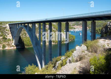 Kroatien, Dalmatien, Skradin bei Sibenik, Brücke der A1 über den Fluss Krka - Stock Image
