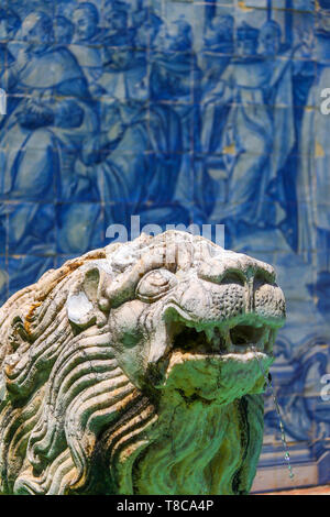A statue of lion on fountain in Cascais in Portugal - Stock Image
