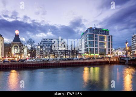 Riverside Spree, Schiffbauerdamm, Berlin Ensemble, Yoo Berlin, Luxery Real Estate, Twilight, Berlin - Stock Image