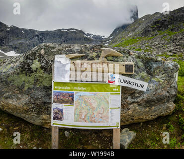 Footpath sign to Litlefjellet, Vengedalen, close to Andalsnes, Norway. - Stock Image