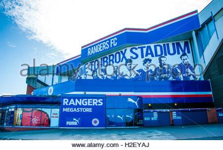 Glasgow, Scotland, UK. 27th September, 2016. UK Weather 27th September 2016. Sunshine and blue skies over Rangers - Stock Image