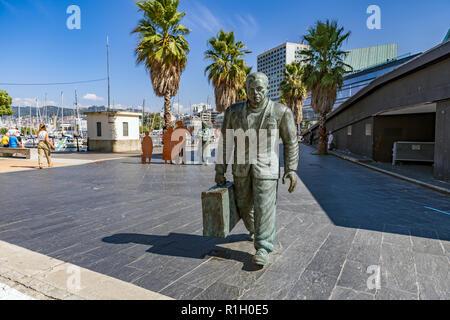 Monumento al emigrante en la ciudad de Vigo. A group of statues by sculptor Ramón Conde outside of vigo port terminal Spain - Stock Image