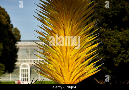 Scarlet and yellow icicle tower forms part of the contemporary glass artist Dale Chihuly's newest work, the Chihuly at Kew: Reflections on nature exhibition, at Kew Gardens, Surrey - Stock Image