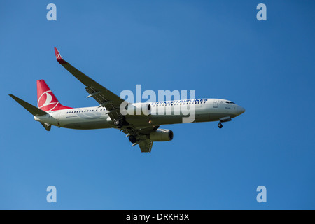 Turkish Airlines Boeing 737 to land - Stock Image