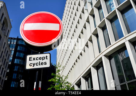 London, England, UK. No Entry sign by One New Ludgate building at 60 Ludgate Hill, in the City of London. Houses the London branch of the Commonwealth - Stock Image
