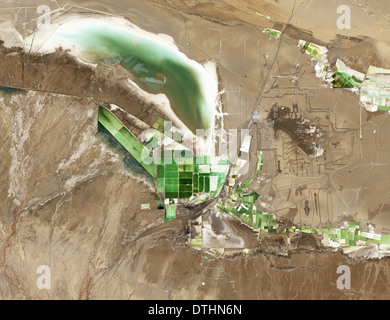 A salt lake evaporation mining operations at Lake Qarhan China - Stock Image