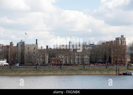 Lambeth Palace residence of the Archbishop of Canterbury on river Thames. - Stock Image