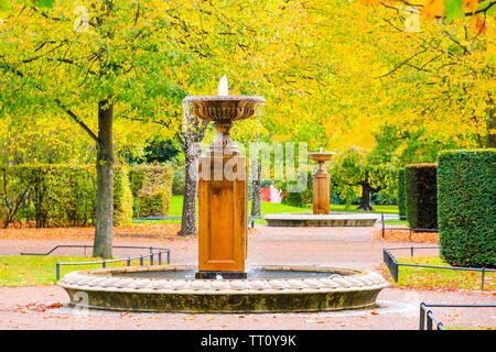 Peaceful scenery with fountains in the Regent's Park of London - Stock Image