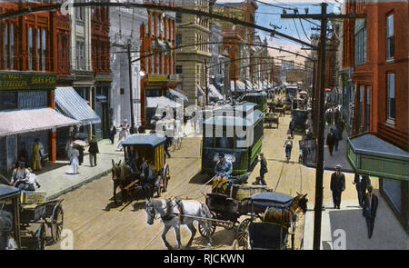 Main Street, Norfolk, Virginia, USA, with traffic and pedestrians. - Stock Image