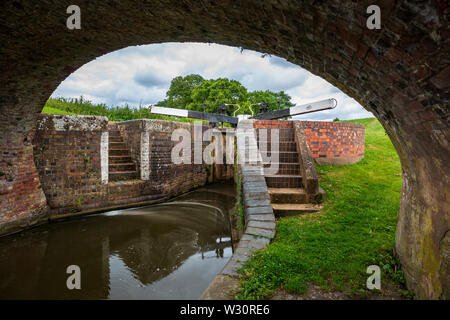 A view of lock 50 through the canal bridge by Tardebigge Resevoir, Worcester and Birmingham Canal, Worcestershire - Stock Image