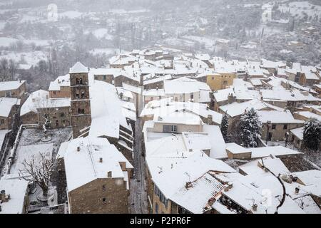 France, Alpes de Haute Provence, regional natural reserve of Verdon, Moustiers Sainte Marie, certified the Most beautiful Villages of France, the village and the Notre Dame de l'Assomption church during a snowfall - Stock Image